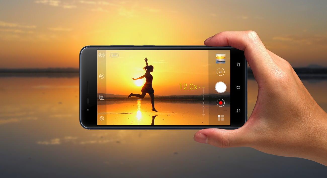 ASUS ZenFone Zoom S ZE553KL zoom 12x