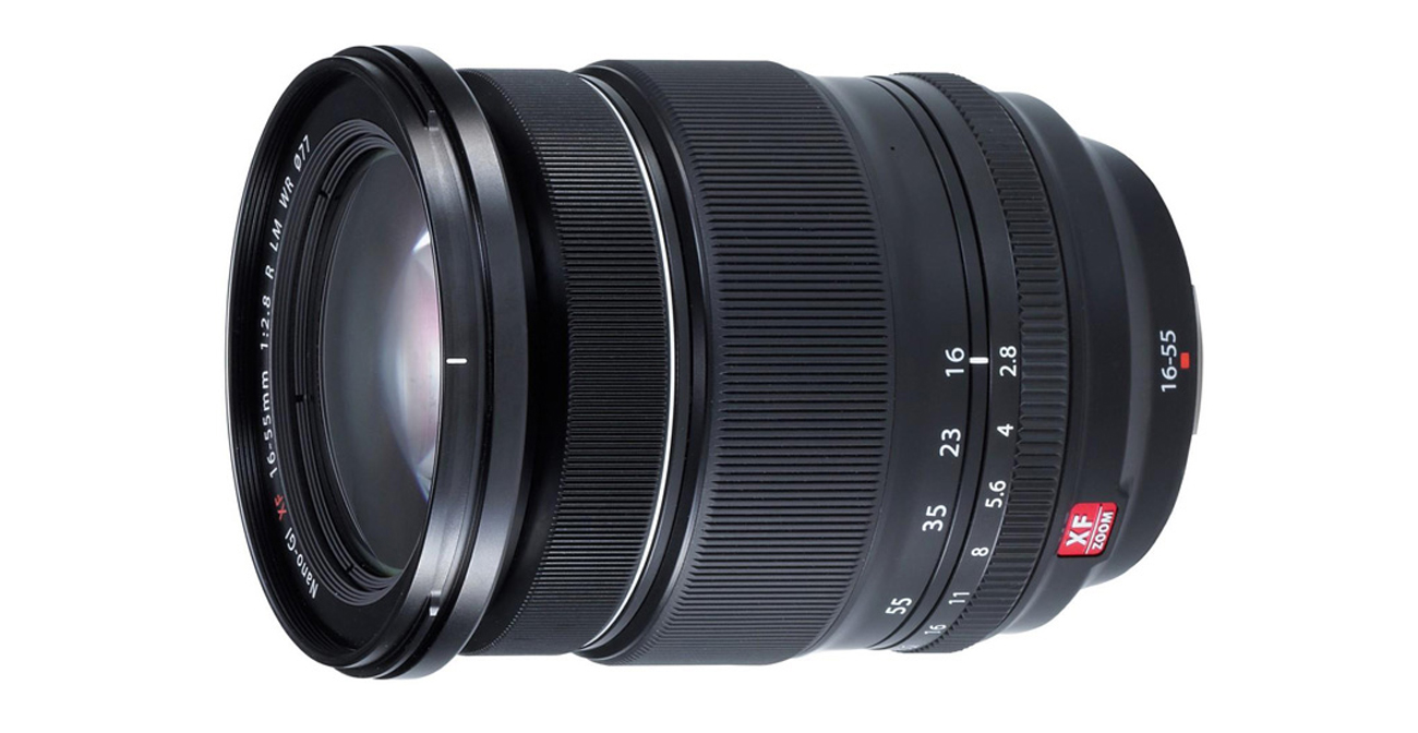 Obiektyw Fujifilm Fujinon XF 16-55mm f/2,8R z boku