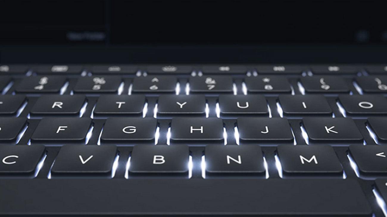 Logitech Slim Combo Podświetlane klawisze