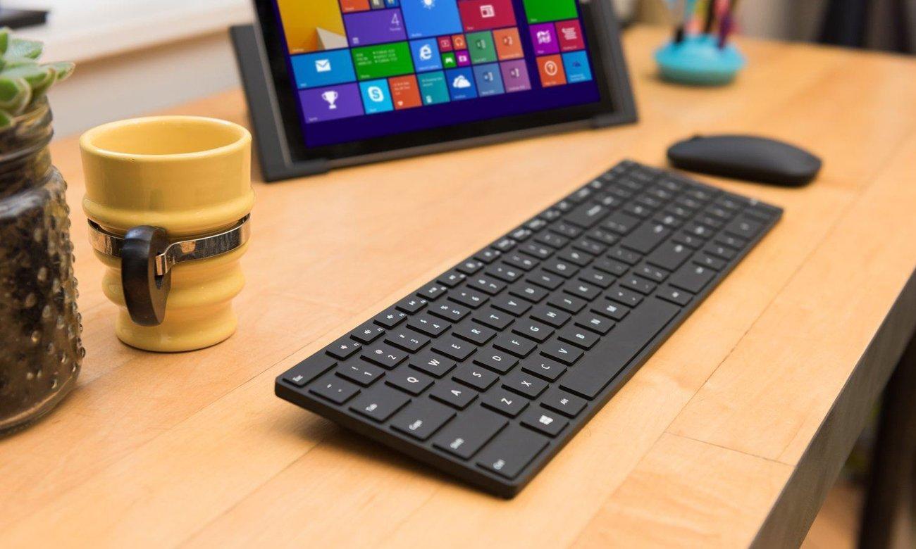 Die Tastatur mit ergonomischem Design und BlueTrack Technologie MICROSOFT Bluetooth Desktop DE Layout QWERTZ