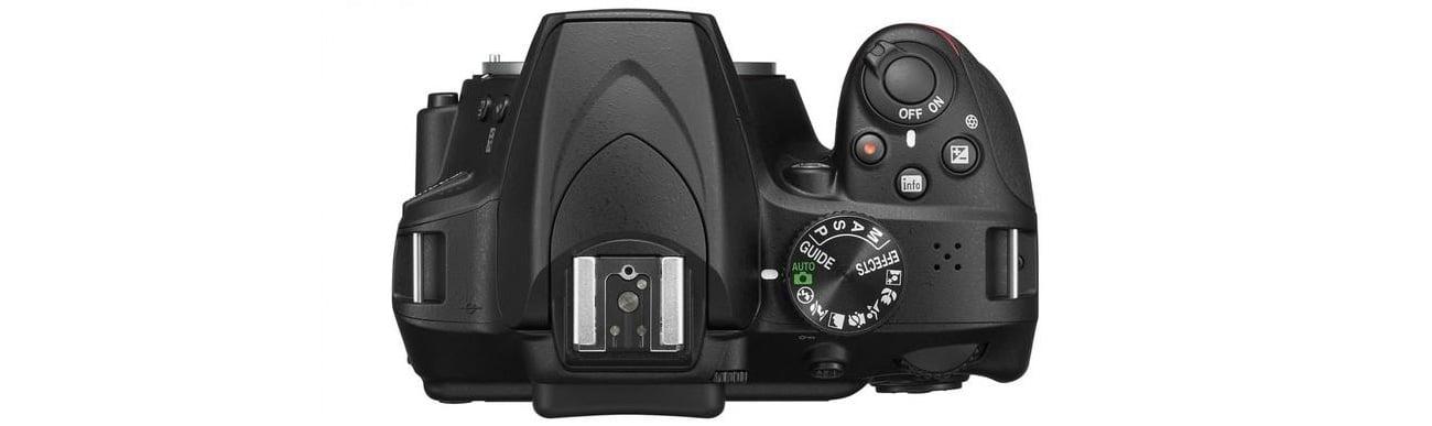 Lustrzanka Nikon D3400 od przodu