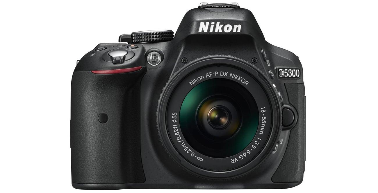 Nikon D5300 + AF-P 18-55 VR od frontu