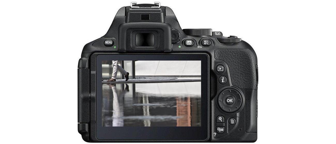 Aparat Nikon D5600 + AF-P 18-55 VR ekran