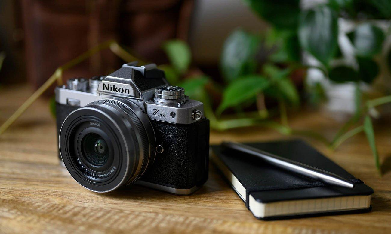 Bezlusterkowiec Nikon Z fc + Z 28mm F2,8 SE