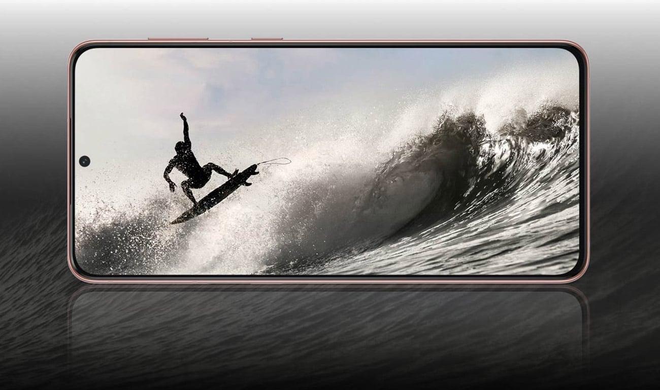 Ekran o rozdzielczości Full HD+ o wielkości 6,7 cala