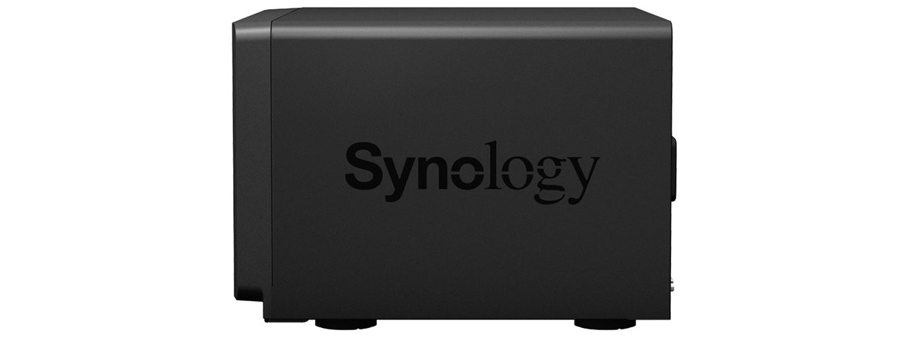 Synology DS3018xs Widok Z Boku